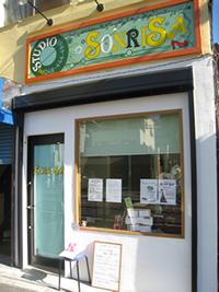 スタジオ入口の写真